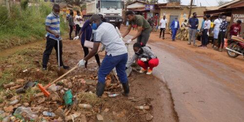 Rotaract club of Kampala Ssese islands in Uganda cleaning the road